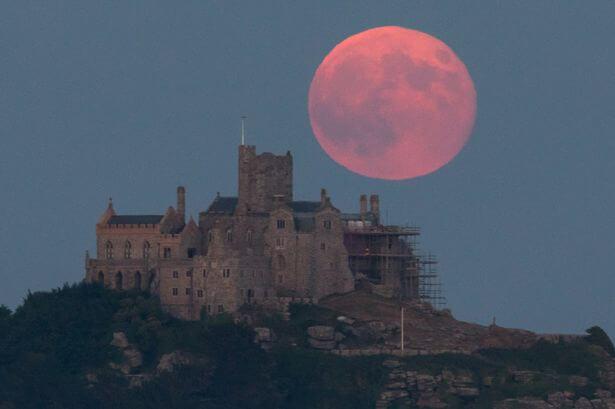 Strawberry-Full-Moon-Rises-Over-St-Michaels-Mount